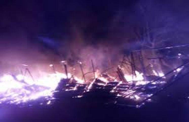 जलकर खाक हो गया टायर गोदाम, लगी बड़ी आग