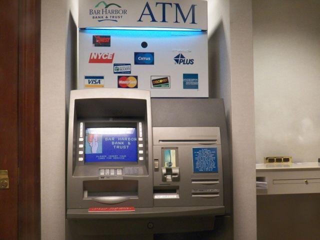 ATM नंबर पूछा और उड़ा दिये 17 हजार