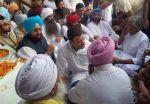 फरीदकोट पहुँचे राहुल गांधी, मृतक के परिजनों से की मुलाकात