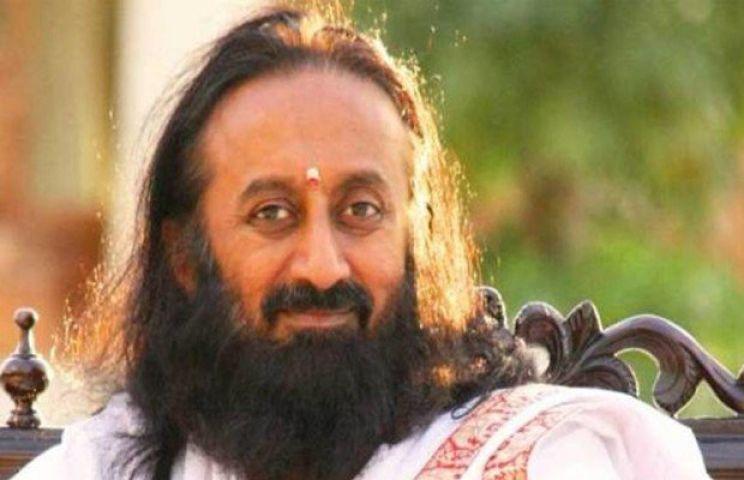 घाटी में शांति बहाली के लिये आगे आये श्रीश्री रविशंकर