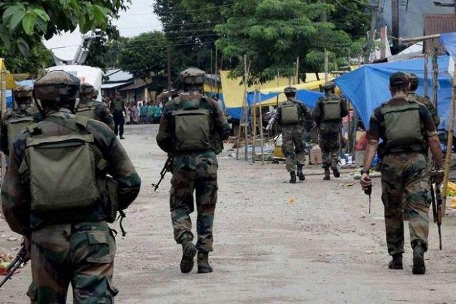 आतंकियों ने किया सेना पर हमला, 3 जवान शहीद