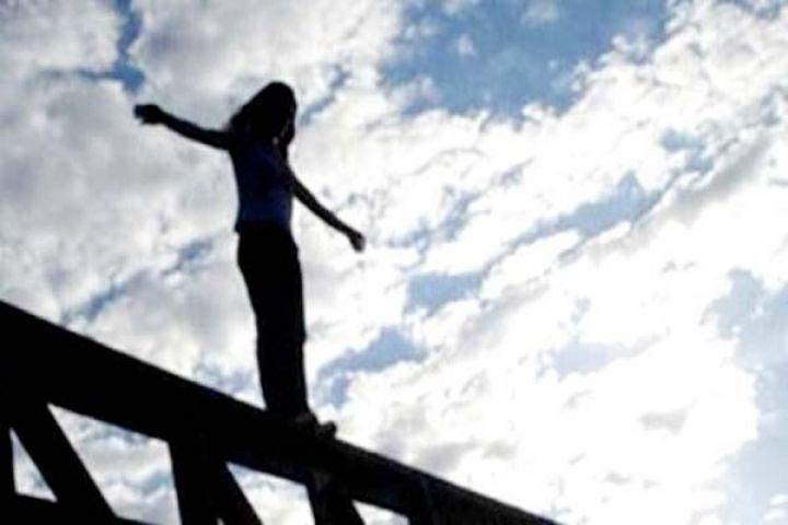 गोबिन्द सागर झील में लोगों के सामने महिला ने लगाईं छलांग