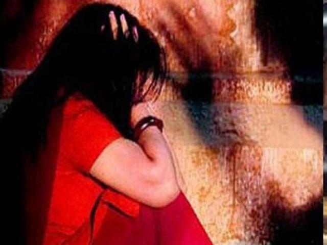 चलती ट्रेन में महिला से लूटपाट के साथ हुआ रेप, आरोपी पुलिस की गिरफ्त में