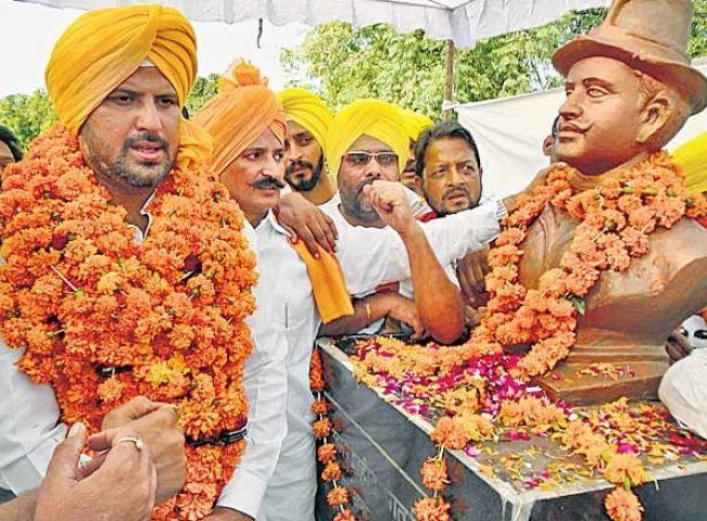भगत सिंह को शहीद का दर्जा देने के साथ फाईल सार्वजनिक करने की मांग