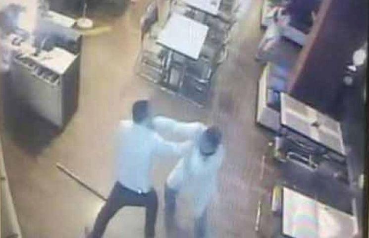 रेस्टोरेंट में युवक को पीट-पीटकर उतारा मौत के घाट