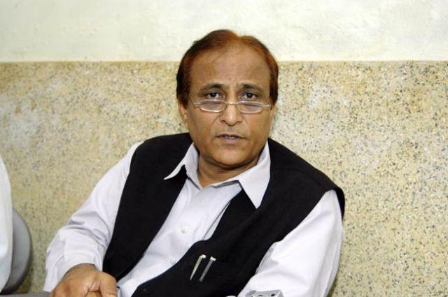 बाबरी की तरह तोड़ दो, बीफ बेचने वाली होटलों को : आजम खान