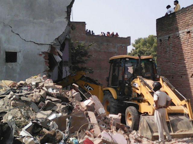 उत्तरप्रदेश: धमाके में मकान ढहा, दो की मौत