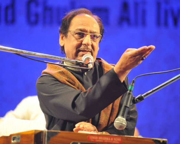 शिवसेना के विरोध के बाद पाकिस्तानी गायक गुलाम अली का शो रद्द