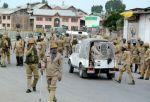 घाटी में विरोध प्रदर्शन, कर्फ्यू लगाया