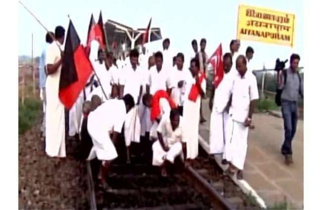 कावेरी नदी को लेकर एकजुट हुए किसान, किया विरोध