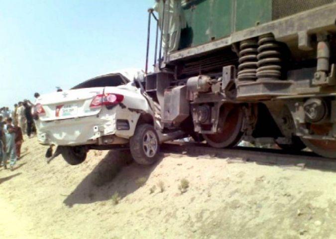 UP में कार से टकराई ट्रैन, 3 की मौत, 2 की हालत गंभीर