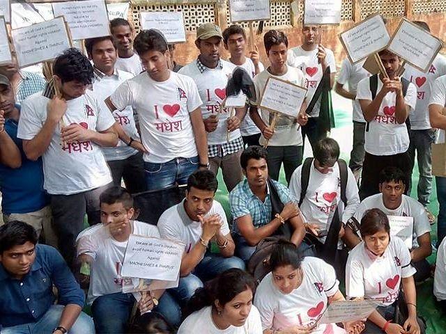 दिल्ली में किया मधेसियों ने धरना प्रदर्शन, नेपाल में 5 और की मौत