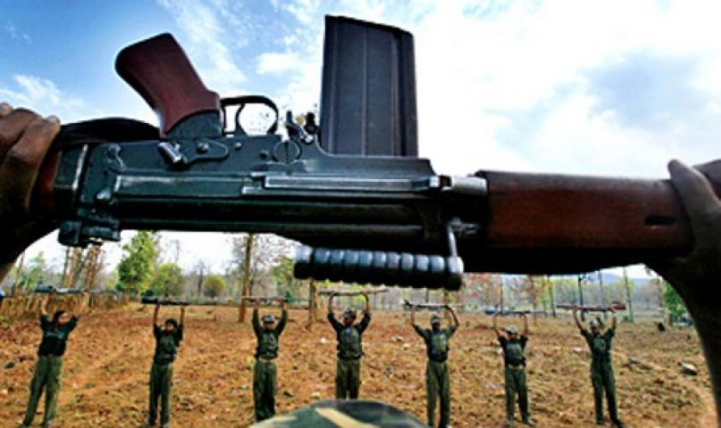 नक्सलियों ने बच्चों को पढ़ाया 'बंदूक का पाठ'