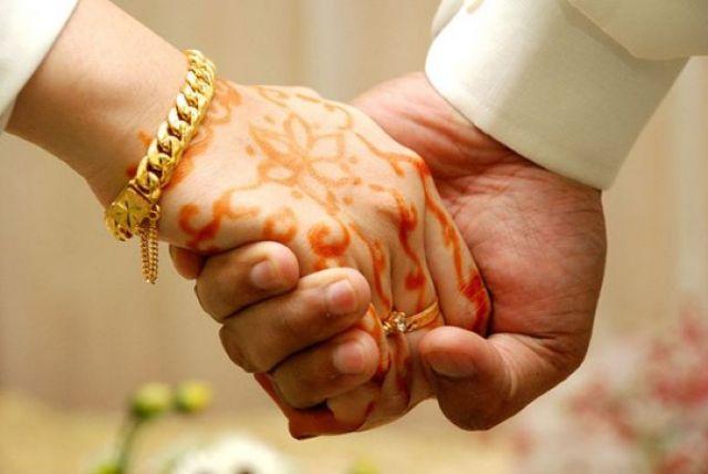 75 साल के बुड्ढे ने की 25 साल की लड़की से शादी