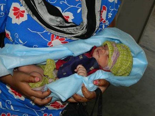बेरहम मां : लाड़ली को कचरे के ढेर में फेंका, अस्पताल में भर्ती मासूम