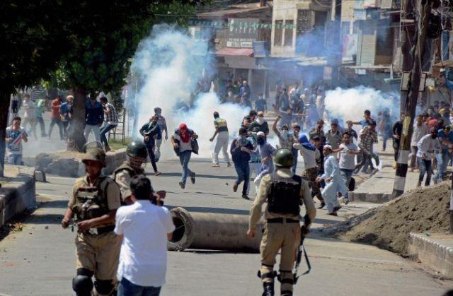 पुलवामा में सुरक्षाबलों और प्रदर्शनकारियों की झड़प में  50 से ज्यादा घायल