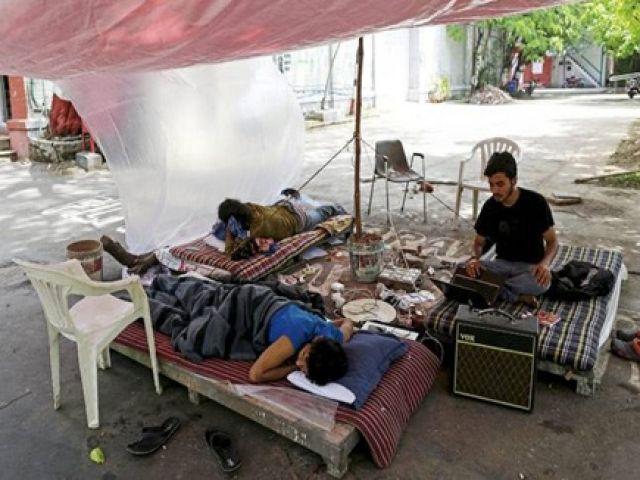FTII भूख हड़ताल पर बैठे तीसरे छात्र को किया अस्पताल में भर्ती