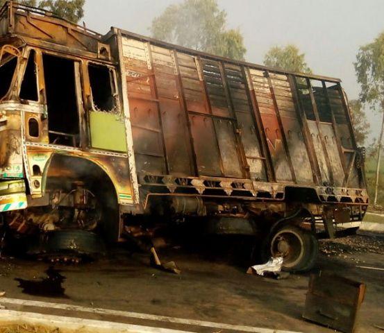 हरियाणा: दो ट्रकों की भिड़त से लगी आग में ट्रक चालक जिंदा जला