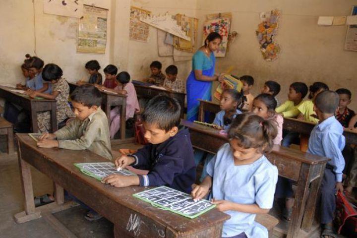 जल्द सरकारी स्कूलों में पढ़ेंगे अफसरों के बच्चे