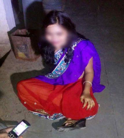 नशे में धुत महिला ने मार्केट में किया हंगामा