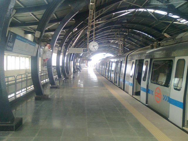 युवक की हत्या के बाद बंद हुआ आदर्श नगर मैट्रो स्टेशन