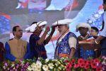 गुजरात में आदिवासियों के बीच मोदी ने मनाया अपना जन्मदिवस