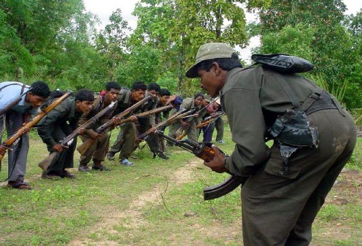 माओवादी समर्थकों ने किया आत्मसमर्पण