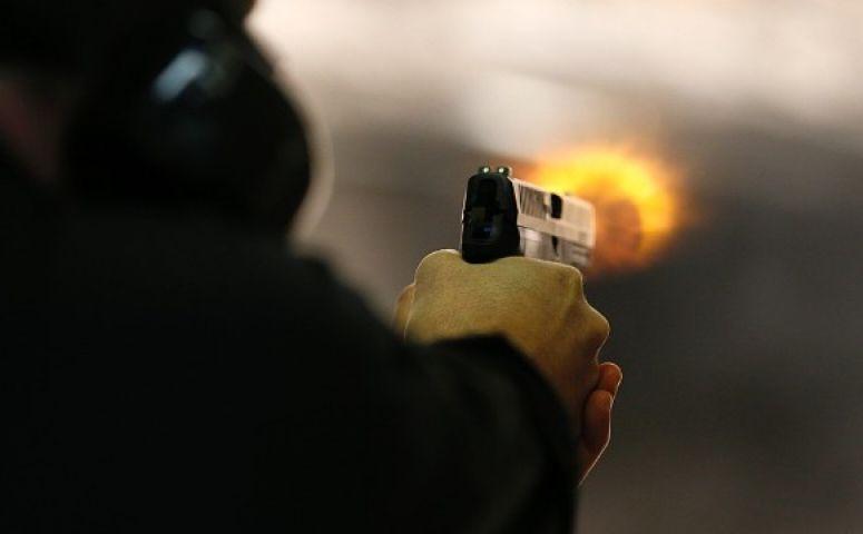 पूर्व आतंकी और उसके 3 साल के बेटे की गोली मारकर हत्या