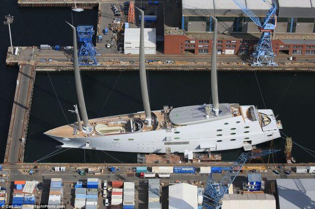 रूस के अरबपति ने बनवाया विश्व का सबसे बड़ा लग्जरी जहाज