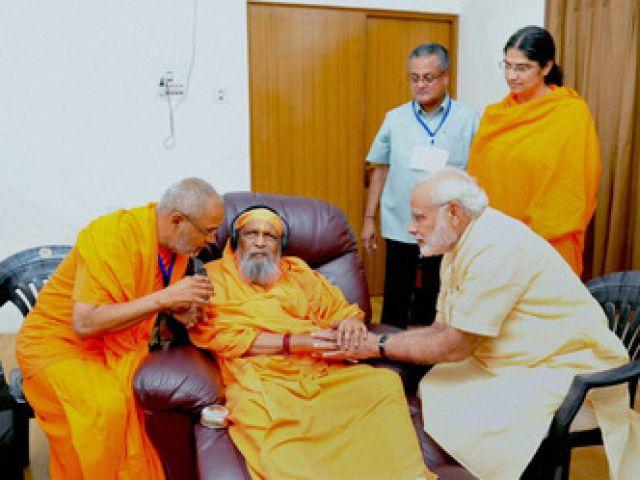 मोदी के गुरु स्वामी दयानंद सरस्वती की हालत अत्यधिक नाजुक