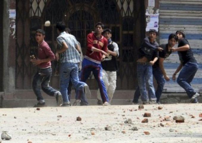 गणपति विसर्जन के दौरान भड़की हिंसा, धारा 144 लागू