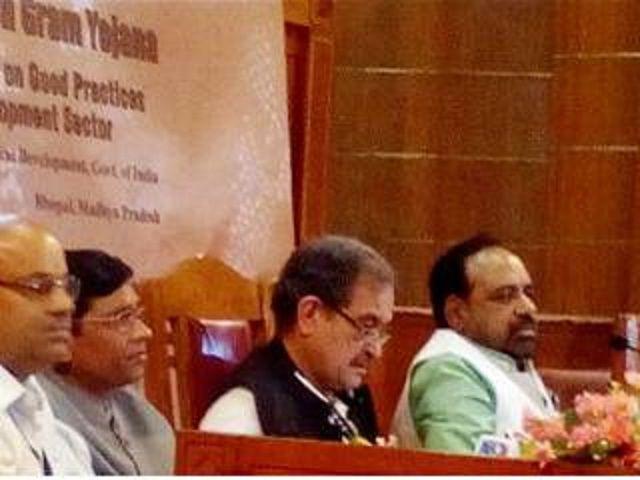 केंद्र सरकार का प्रयास,12 मंत्रालय की 19 योजनाओं का गांव में होगा काम