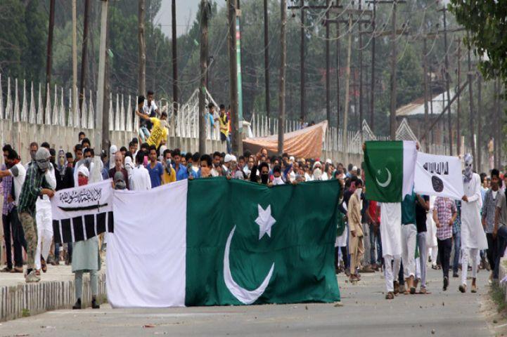 बकरीद पर जम्मू में फहराए पाकिस्तान और ISIS के ध्वज, माहौल हुआ गर्म