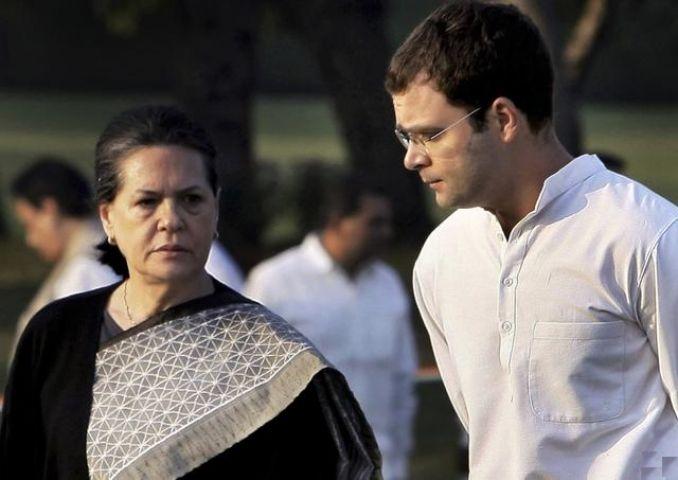 नेताजी को लेकर RSS ने उठाए गांधी नेहरू परिवार पर सवाल