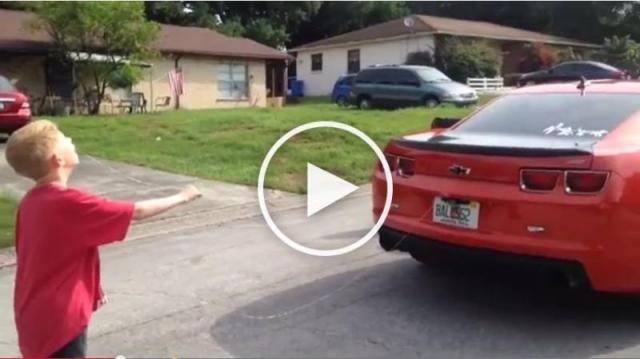 Video...दांत से खींची कार