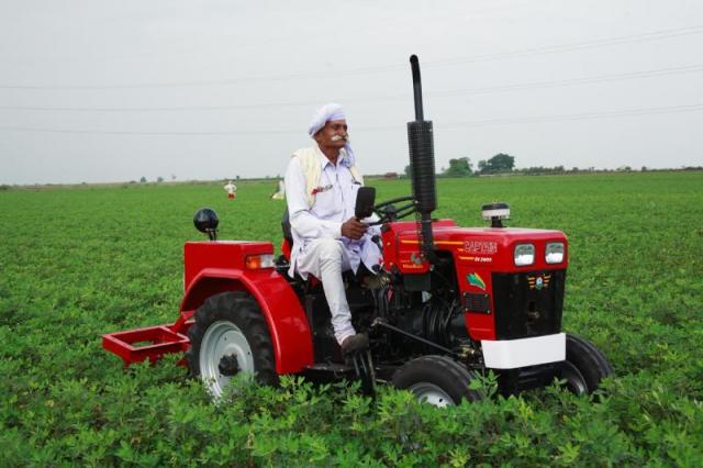 विरासत बचाने, भविष्य संवारने की दुविधा में उलझा किसान