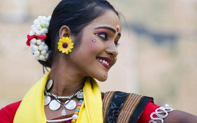 उल्लास और आनंद के बीच मिलता है भारतीयता का परिचय