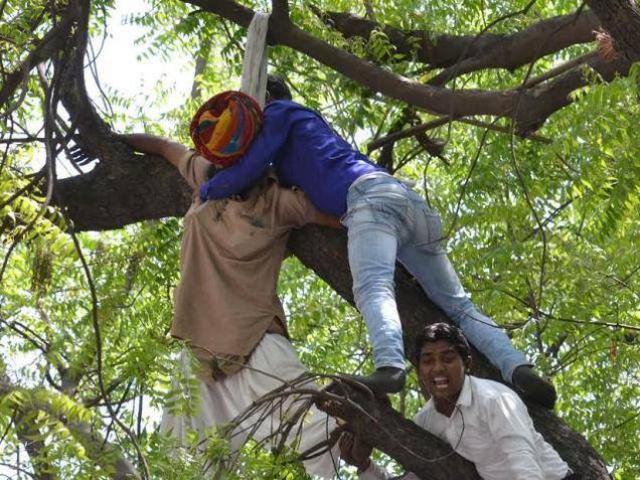 निष्क्रिय रही पुलिस, आप ने की किसान को बचाने की कोशिश: कुमार विश्वास