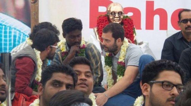 लोगों के कंधों पर बंदूक रखकर चलाते हैं राहुल