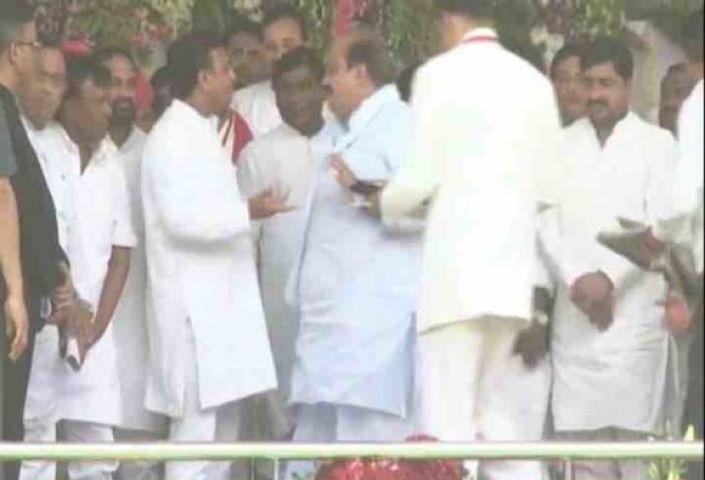 CM ने अपनी ही पार्टी के बाहुबली सांसद को क्यों धकेला ?