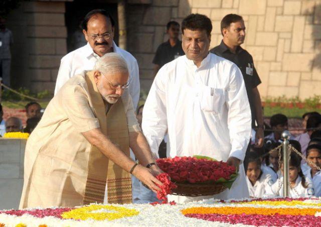 लालू ने PM मोदी को बताया बापू का हत्यारा, शास्त्री के बेटे ने जाहिर की नाराजगी