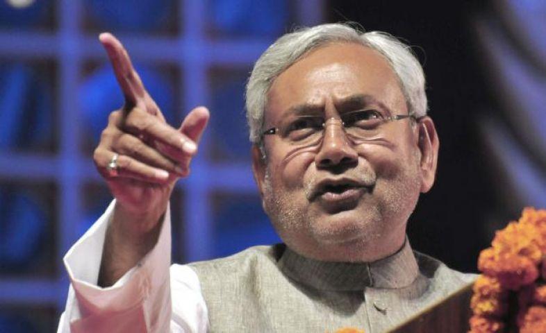 प्रधानमंत्री ही हल्की बात करेंगे तो देश का क्या होगा : नीतीश कुमार