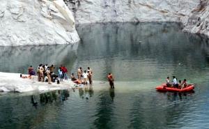 पांच इंजीनियरिंग छात्रों की तालाब में डूबने से मौत