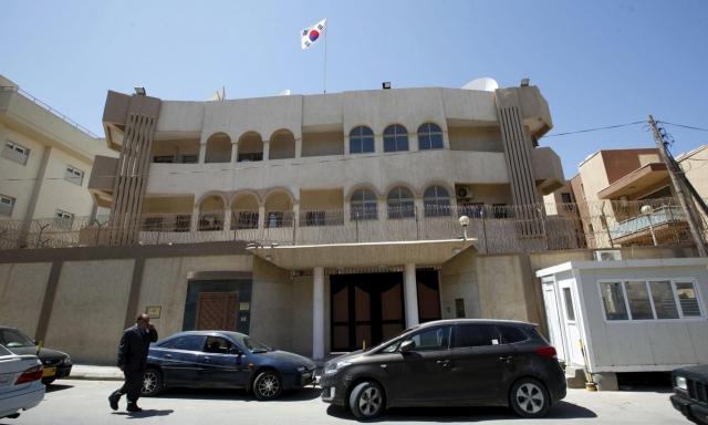 दूतावास के बाहर बम विस्फोट
