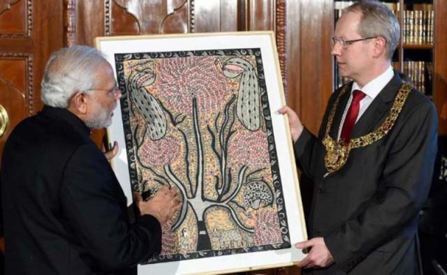 मोदी ने हनोवर के मेयर को भेंट की मधुबनी पेंटिंग