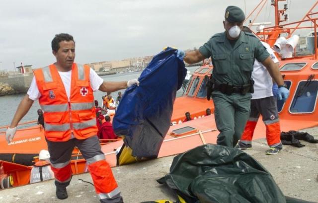 लीबिया से इटली जा रहे प्रवासियों की नाव पलटी, 400 से अधिक की मौत