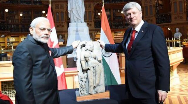 भारत के पीएम को कनाडा के पीएम ने 900 साल पुराना शिल्प लौटाया