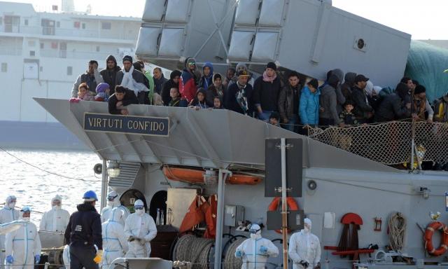 बड़ा हादसा : समुद्र में यात्री जहाज डूबा, 700 लोगों के मरने की आशंका