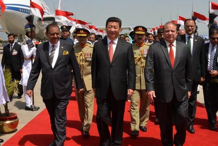 स्वार्थ साधने पाकिस्तान के करीब आया चीन