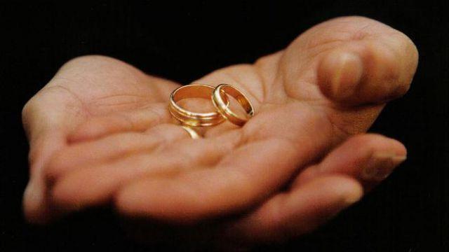 मृत्युदंड के पहले मंगेतर के साथ जेल में रचाई शादी